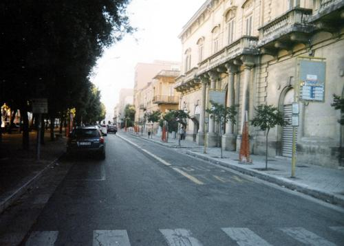 [IMG]http://img1.freeforumzone.it/upload1/820739_viale stazione LE.jpg[/IMG]